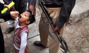 حملات تطعيم تحت تهديد السلاح في باكستان